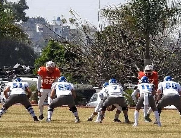 El partido inició dando posesión del ovoide al equipo Borregos Querétaro, que hilvanó jugadas concretas para culminarlas con una anotación vía terrestre y hacer bueno el punto extra