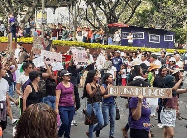 Las mujeres iniciaron su marcha en la Glorieta de Tlaltenango hacia la Plaza de Armas de Cuernavaca y durante su recorrido lanzaron diversas consignas, pero las sentidas fueron por aquellas perdieron la vida por el simple hecho de ser mujer o permanecen desaparecidas, sin que hasta el momento las autoridades logren su localización