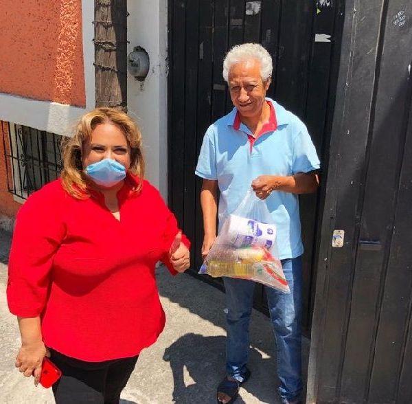 """La también Comisionada Política Nacional del PT en Morelos destacó que """"el compromiso del Partido del Trabajo es con las y los ciudadanos que se encuentran en una situación vulnerable sobre todo en este momento de contingencia, donde muchas personas han tenido que cerrar su fuente de ingresos y otros se han quedado sin trabajo tras el cierre de empresas y negocios"""""""