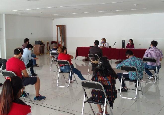 En la reunión con los comerciantes también participó la diputada petista Tania Valentina Rodríguez Ruiz