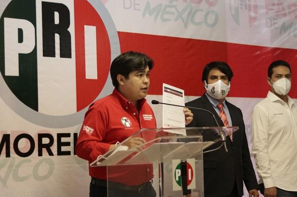También dieron su respaldo los sectores juveniles PRI estatal, Isaí Zebadua, dirigente de jóvenes CTM, Eleonor Martínez y Diego Quevedo, presidenta y Secretario General de la Red de Jóvenes X México