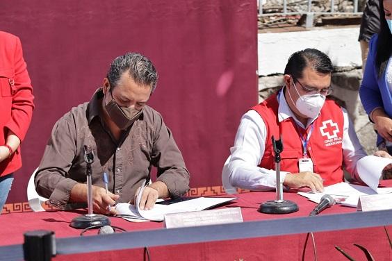 Lo anterior minutos antes de la firma del Convenio del Programa de Cooperación Institucional entre el Ayuntamiento y la Cruz Roja Mexicana, en donde el alcalde capitalino reconoció la participación del Comisionado de la Secretaría de Seguridad Pública (SSP), Francisco Javier Calderón Medina