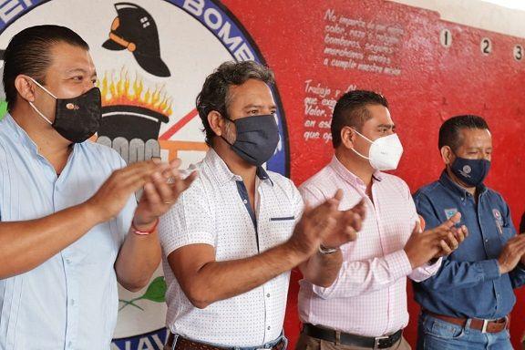 el titular de la SSP de Cuernavaca, Francisco Javier Calderón Medina, informó que el equipamiento consta de chaquetones, botas, cascos, poleas y herramienta diversa que se suma al proceso de dignificar a los cuerpos de seguridad y emergencias