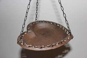 Vasque suspendue Cœur en fonte, abreuvoir pour oiseaux en forme de cœur 22x 23cm, à suspendre