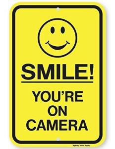 Eugene49Mor Panneau de signalisation Smile You're on Camera 30,5 x 45,7 cm 3M de qualité ingénieur prismatique réfléchissant. par