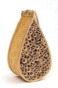Sanger Jardin abeilles et insectes Home–Habitat Idéal pour Orchard, Mason, Solitaire, charpentier, miel, d'autres natif Pollinator abeilles et insectes. Produit Livré avec Bonus Corde Cintre