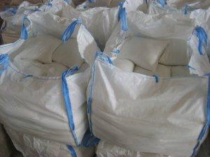 Sel de déneigement l'épandage de sel en hiver glace et neige verglas 25 kg