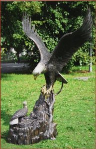 Aigle avec nid en bronze