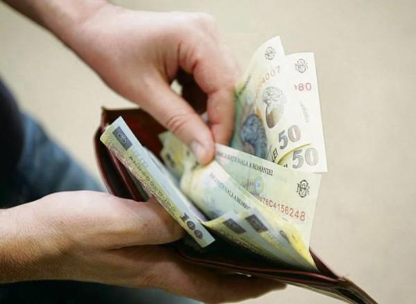 Salariul minim creşte cu 20% pentru 1 milion de angajaţi: Pentru cei cu studii superioare şi cei care au minim 15 ani vechime