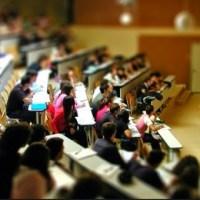 Studenţii cer Guvernului creşterea fondului de burse şi a subvenţiei pentru cămine şi cantine, gratuitate la biblioteci