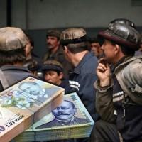Minerii din Valea Jiului au primit banii pentru tichetele de masă și decontul de transport