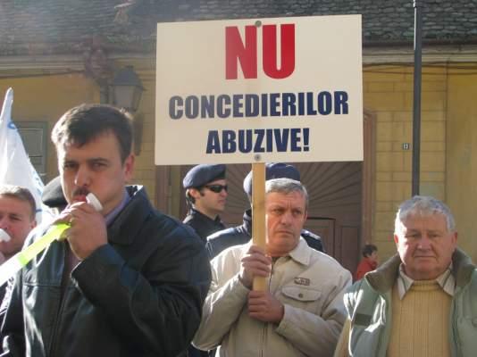Reprezentanții salariaților CEH pichetează Prefectura și Tribunalul Hunedoara