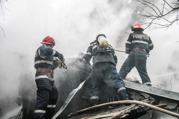 Călan. Incendiu, ce ar fi putut avea urmări grave, stins operativ de pompierii hunedoreni