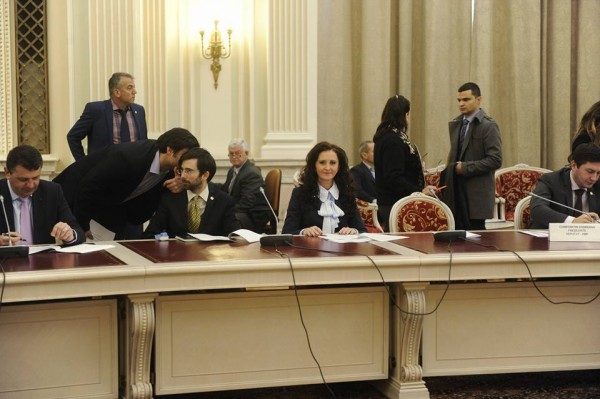 """Natalia Intotero: """"Guvernul a adoptat deja primele măsuri promise în campania electorală: impozite mai mici, salarii şi pensii mai mari"""""""