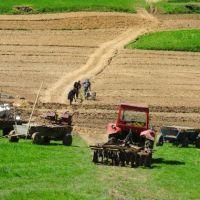 Străinii vor putea cumpăra mai greu terenuri în România: Ce condiții noi aduce legea adoptată de Parlament