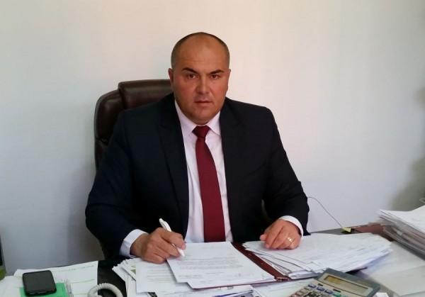 Primarul Vasile Jurca a semnat contractul de finanțare pentru reabilitarea unui imobil