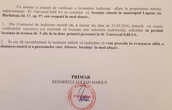 Primarul Lucian Resmeriţă a început evacuarea chiriaşilor care ocupă ilegal apartamente din fondul locativ al Primăriei Lupeni