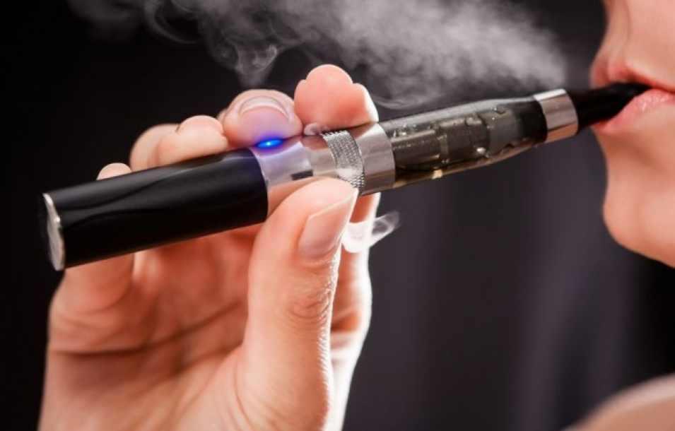 Medicii cer înăsprirea legii antifumat. Țigările care nu ard tutunul, interzise în spațiile închise