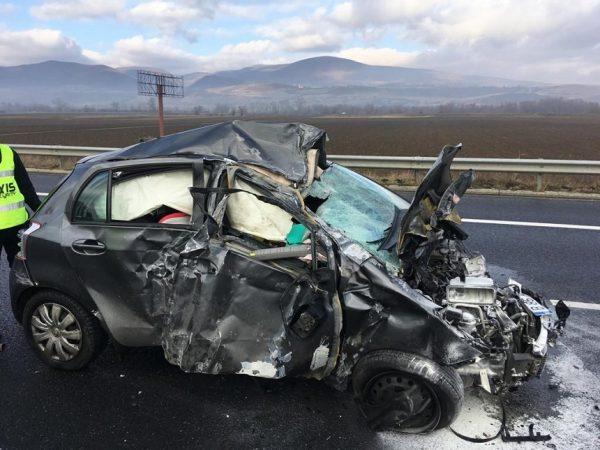 Accident pe Autostrada A1 Sibiu – Deva: Un autoturism a lovit parapetul median şi a luat foc