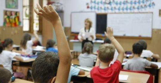 Peste 800 de elevi din Vulcan vor primi burse școlare în anul 2019