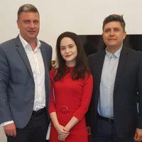 Diana Rusu, absolventa de 10 la Bac din Valea Jiului, premiată de autoritățile de la Lupeni