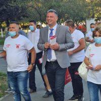 Sute de oameni se alătură zi de zi campaniei electorale a primarului Lucian Resmeriță, pe străzile din Lupeni