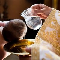 Decizii luate în Sfântul Sinod despre ritualui BOTEZULUI: Ce obligații va avea preotul