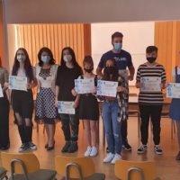 """Premii pentru elevii Liceului Tehnologic """"Mihai Viteazu"""" din Vulcan cu activități extrașcolare remarcabile"""