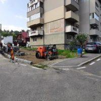 Continuă amenajarea de noi locuri de parcare la Lupeni