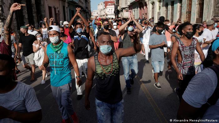 Cuba protesta contro la fame