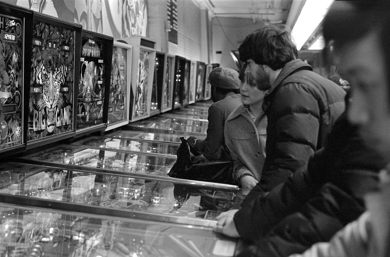 assignment, arcade, pinball arcade, Yonge Street, Toronto, 1981, Avard Woolaver