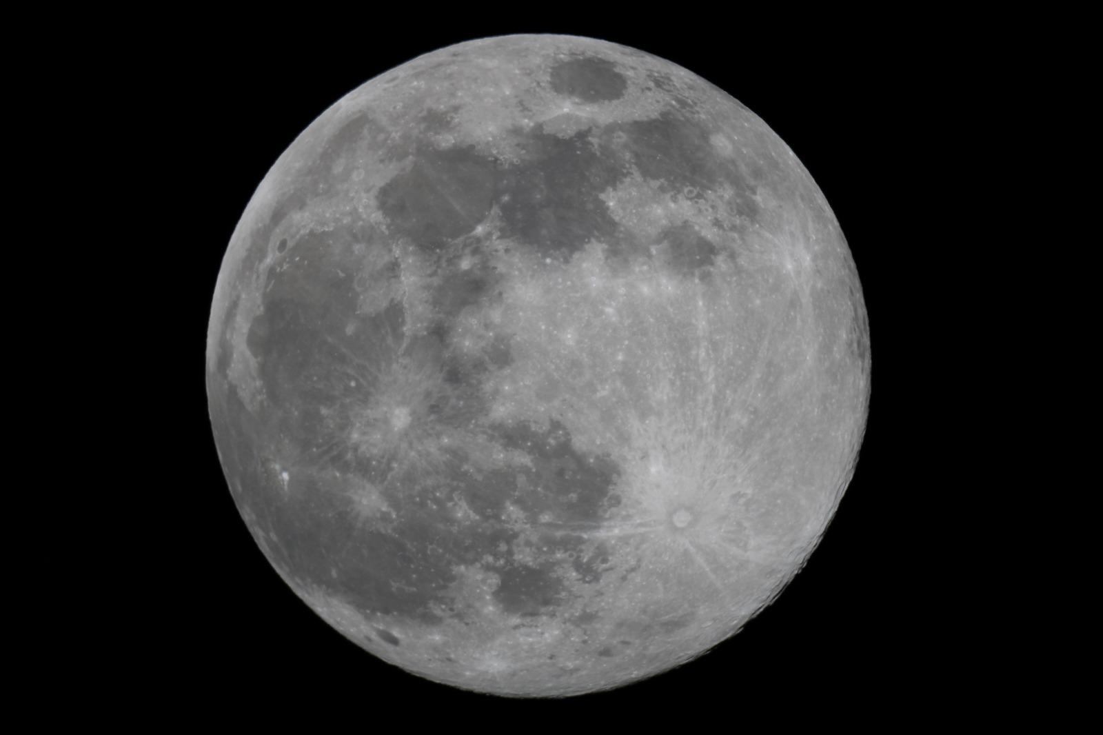 200407 - Fusetti Luna Piena Apogeo - Newton 200-1200 Conon EOS 2000d