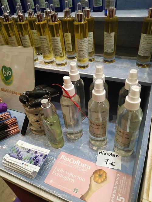 Diferentes frascos de cosmética ecológica