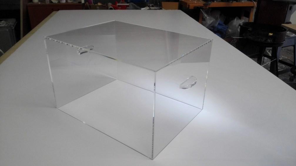 Vitrine acrylique sur mesure