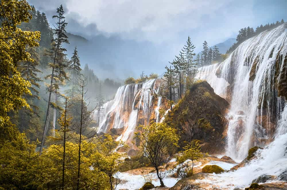 Pearl Shoal waterfall in China! The best waterfalls in Asia! See more amazing Asia waterfalls on Avenlylanetravel.com