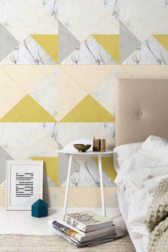 papier-peint-marbre-lilesadie-jaune-chambre-aventuredeco