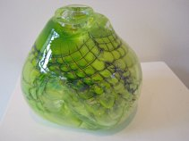 Nr. 3617, door metaal geblazen glas, 20 x 22 x 20 cm.