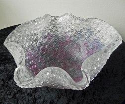 """""""Diepe Kom"""", gegoten glas m.b.v. met reliëf middels verloren-was-methode aangebracht, Ø 44 cm, hg 18 cm."""