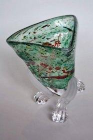"""Peter Huntelaar, """"Driepoot"""", Gezandstraalde benen, geblazen glas, 26 x 23 cm."""