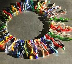 Judith Makkenze, Collier glasvormen gemengde kleuren.
