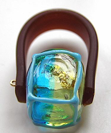 Anat Sapir, glazen ring met silicone band.