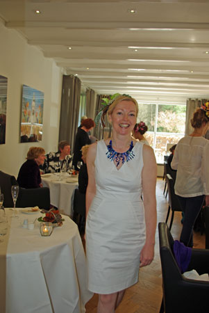 Mannie showde vol enthousiasme het glazen collier van Judith Makkenze.