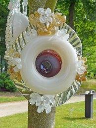 """Een """"Vogelhuisje"""" aan de boom voor u verzorgt door Debby Sihasale."""