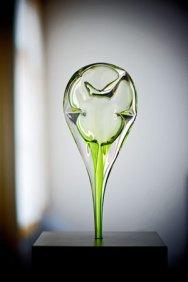 """Remy de Feyter, """"Bloons"""", heetglas en Argon gas, hoog 54 cm, op spekstenenvoet."""