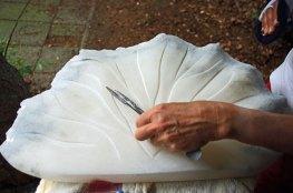 Reliëf in de steen maken met fijne raspen