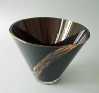 """Jaroslav Taraba, """"Schaal"""", glas met veelkleurig opgesmolten decor, hoog 25 cm."""