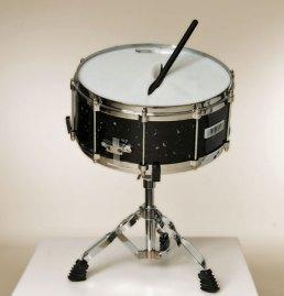 "Wil Wessels, ""Snare drum"" glazen instrument, gefused en geslumped glas, diameter 39 cm. cm."