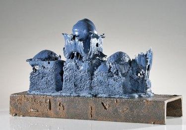 "Xandra Paijmans, ""Re-inforced"", glas en metaal, 50x16x31 cm, 2014, fotografie: Paul Niessen."