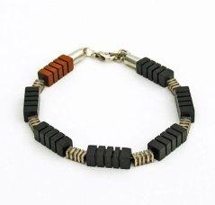 Margot van de Wiel, Houten Heren-armband, ebbenhout en jatoba in combinatie met staal.