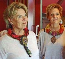 Wytske Zwetsloot kleedt op schitterende wijze met 'naaldvilt' Halssieraden de vrouw.